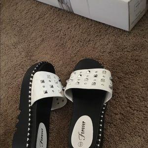 Black and white elegant shoes. Size:6
